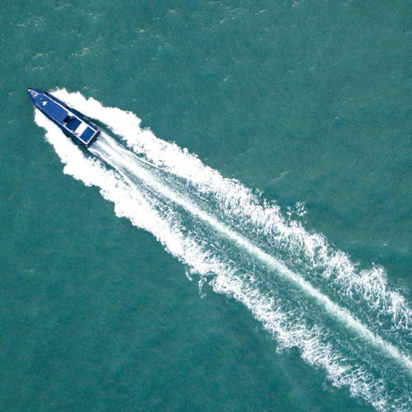 unsplah-chuttersnap-371171-speed-boat-1280x720